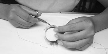 Trimming eyelashes
